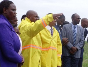Kajiado Governor David Nkedianye (second L) and Kiambu county officials at Kang'oki dumpsite in Thika town on Wednesday. Photo: The Star, Kenya